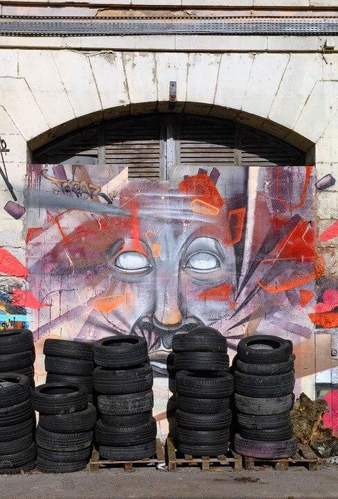 recycler pneu street art