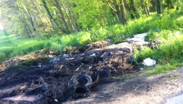Incendie Décharge pneus sauvages