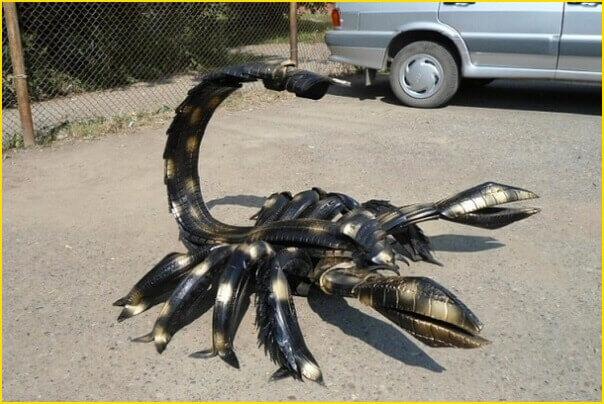 Scorpion fait avec des pneus recyclés