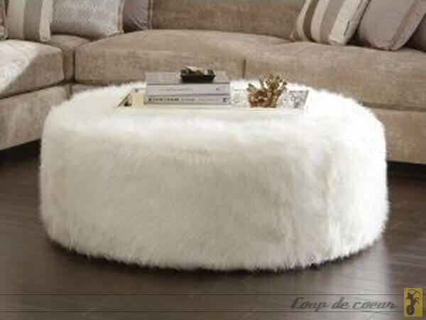 pouf en fourrure amazing pouf fausse fourrure lopard with. Black Bedroom Furniture Sets. Home Design Ideas
