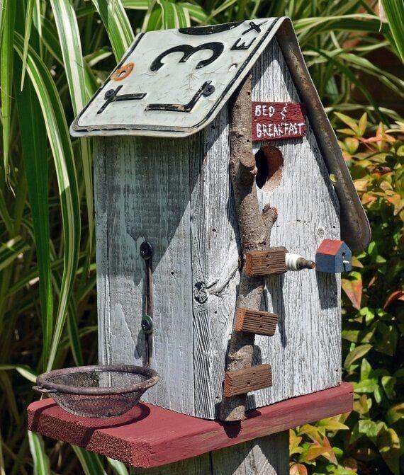 cabane recyclée pour oiseaux