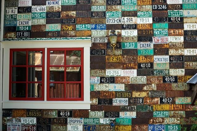 plaques immatriculation façade de maison